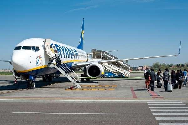 Conhecida pela sua política antiagências, a líder europeia no segmento low cost Ryanair deve começar a vender passagens via agências de viagens