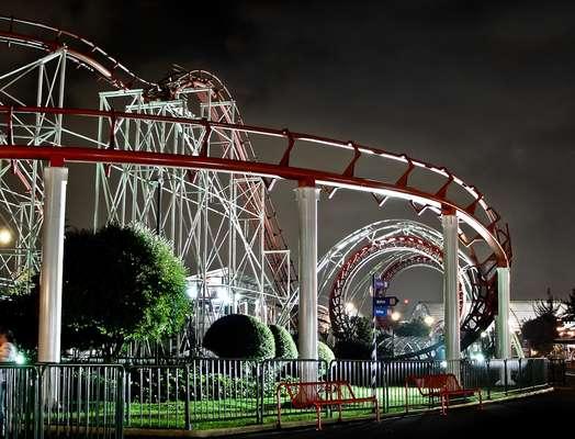 Uma das principais atrações do parque Salitre Mágico é a Banbo Coaster, única montanha-russa da América Latina a contar com dois loopings seguidos