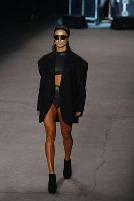 O desfile da Ausländer fechou esta temporada do Fashion Rio neste sábado (09); a atriz Thaila Ayala foi um dos destaques do desfile