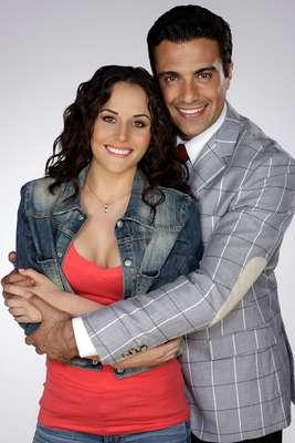Zuria Vega y Jaime Camil como 'Lupita' y 'Miguel Ángel' conocerán un amor diferente en 'Qué Pobres tan Ricos'.