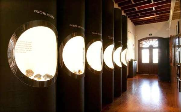 Museu explica aos visitantes desde o processo de formação dos minerais, até sua transformação em instrumentos úteis para o homem