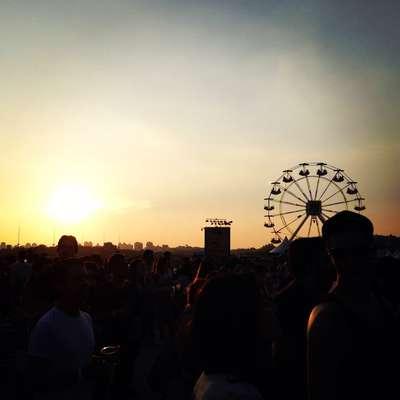 O internauta Edu Recife, de São Paulo, capturou uma bela imagem do por do sol durante o Planeta Terra Festival 2013 no último sábado; tem uma foto do festival? Participe do vc repórter e apareça no Terra