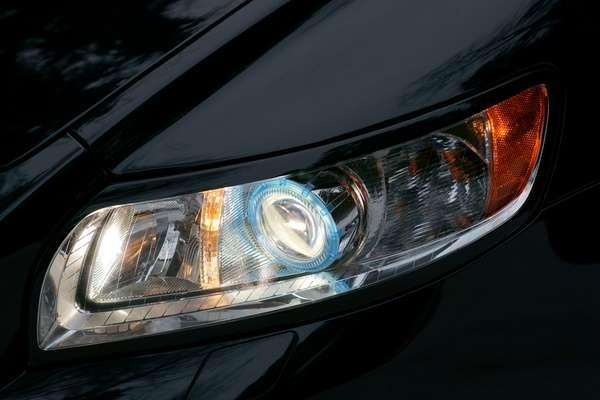 Faróis de xênon são permitidos somente em veículos que saem com esse componente de fábrica