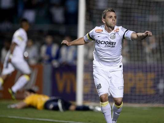 Montillo comemora depois de abrir o placar da vitória do Santos sobre o Bahia