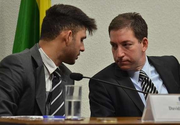 O jornalista Glenn Greenwald (à direita) é o autor da reportagem que denunciou a espionagem nas ligações da presidente Dilma