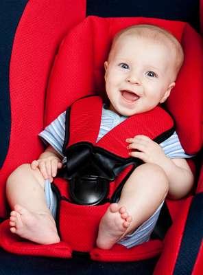 Para os menores bebês, o bebê-conforto é o assento apropriado