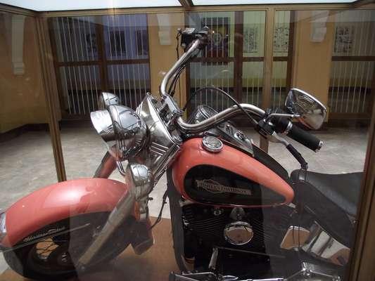 A moto que pertenceu ao lendário chefe do cartel de Mellín é a principal atração do Museu Histórico da Polícia Nacional, que fica no coração da capital colombiana
