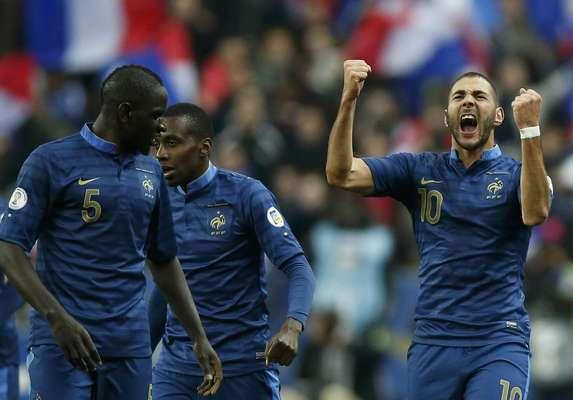 Seleção francesa reverteu ótima vantagem da Ucrânia e venceu por 3 a 0 - ucranianos tinham vencido primeiro jogo por 2 a 0
