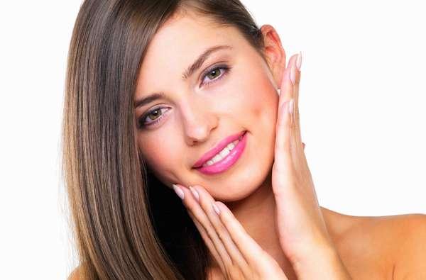 Fonoaudiologia estética equilibra musculatura da face e reeduca as funções de mastigação, fala, deglutição e respiração do paciente para suavizar as linhas finas presentes no rosto