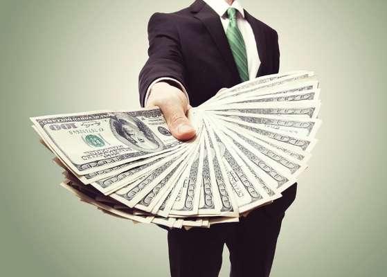 Para especialistas, investir em dólar no momento pode ser perigoso, pois não há como prever a volatilidade da moeda nos próximos meses