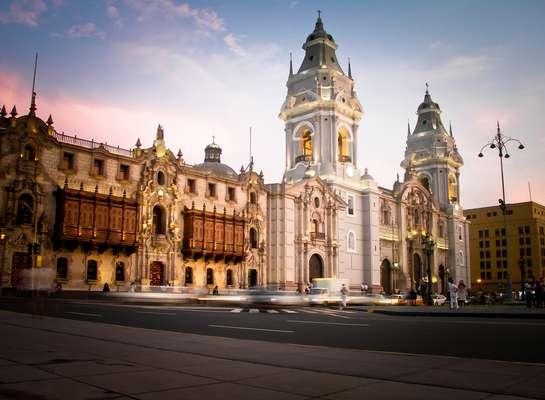 Fundada em 1535, a Plaza Mayor de Lima reúne as sedes dos poderes político e espiritual do país. De um lado fica a catedral, órgão máximo da Igreja Católica no país...
