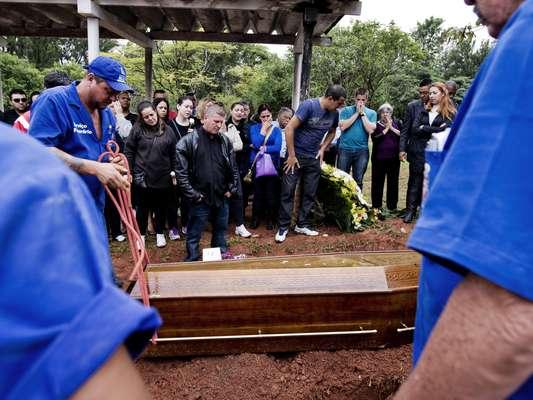 O corpo de Ewerton de Castro Nogueira foi sepultado na zona leste da capital paulista
