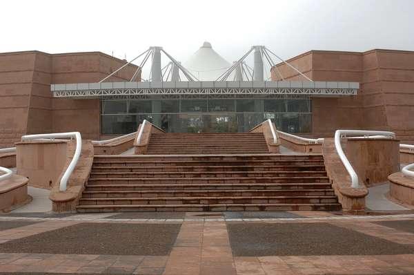 Localizado em um moderno edifício de mais de 6,4 mil metros quadrados, o Museu de Ciência e Tecnologia Descubre é equipado com modernos recursos interativos