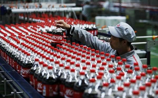 A China é um dos maiores consumidores de refrigerantes de cola do mundo em quantidade, segundo uma pesquisa divulgada pela Fecomercio-SP. Uma garrafa de 2 litros em Pequim, custa, em média, 8 yuans (cerca de R$ 3)