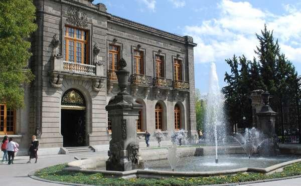 A América Latina tem inúmeros palácios espalhados por seus países, mas existe apenas uma construção que de fato foi usada como um castelo real: o Castelo de Chapultepec, localizado na Cidade do México