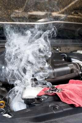A válvula termostática é uma peça importantíssima do sistema de arrefecimento dos carros. Ela controla a temperatura do motor