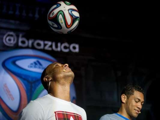 Foi anunciada oficialmente, nesta terça-feira, como será a bola da Copa do Mundo. Cafu, Hernane e Seedorf participaram do evento que mostrou a Brazuca para o mundo
