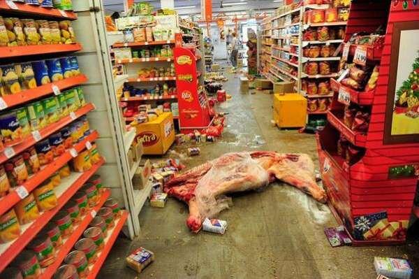 Imagem publicada no Twitter mostra o cenário em um dos supermercados saqueados durante a greve policial em Córdoba, na Argentina