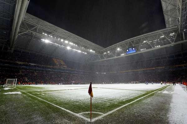 Nevasca interrompeu jogo entre Galatasaray e Juventus nesta terça
