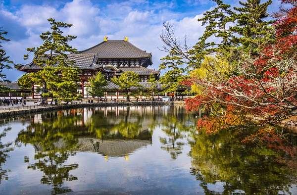 No Japão, em 2012 tinham quase quatro milhões de milionários e em 2013 esse número caiu para pouco mais de dois milhões e meio de pessoas milionárias