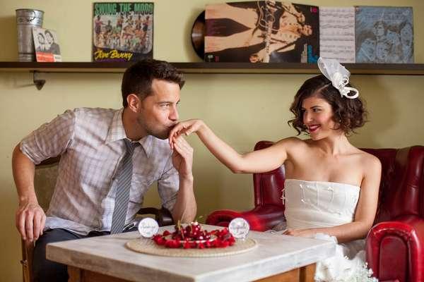 Um recente ensaio feito pelo fotógrafo carioca Nathan Thrall, em parceria o site especializado em casamentos Zankyou, mostra uma noiva com inspiração pin-up