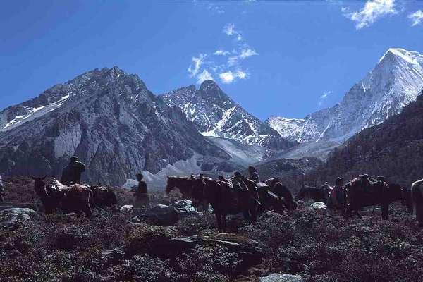 Aeroporto mais altoInaugurado em setembro de 2013, o aeroporto de Daocheng Yading, no Tibet, se transformou no aeroporto civil mais alto do mundo. Localizado a 4.411 metros acima do nível do mar, no coração do Himalaia, o aeroporto promete facilitar o turismo na região
