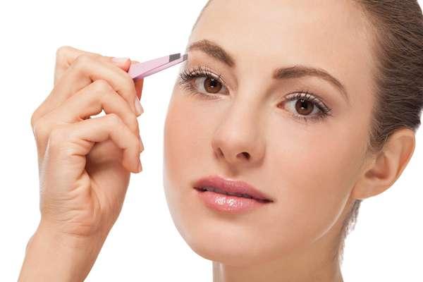 Sobrancelhas podem causar uma grande transformação no visual feminino quando desenhadas de acordo com o formato de cada tipo de rosto