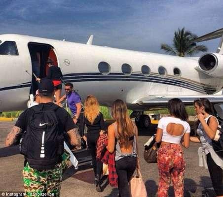 Dan foi com os amigos para um resort, no México