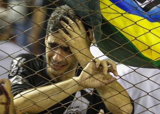 Torcedor da Ponte Preta chora derrota na final da Copa Sul-Americana