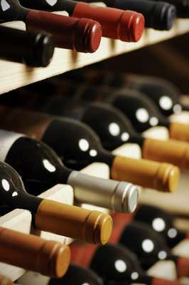Da capital chilena, os turistas partem para a área produtora de vinhos no país escolhida no pacote - são várias as opções de destinos