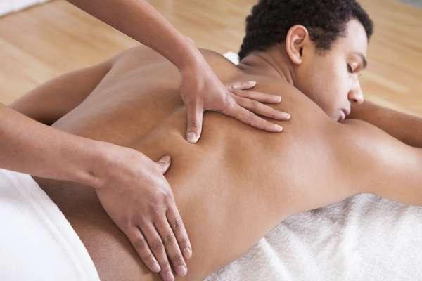Shiatsu, uma terapia oriental que tem o objetivo de equilibrar os pontos dos meridianos para promover bem-estar, alívio de dores musculares e tensões. Por a partir de R$ 131. Da Zahra Spa & Estética. SAC: (11) 5096-0610