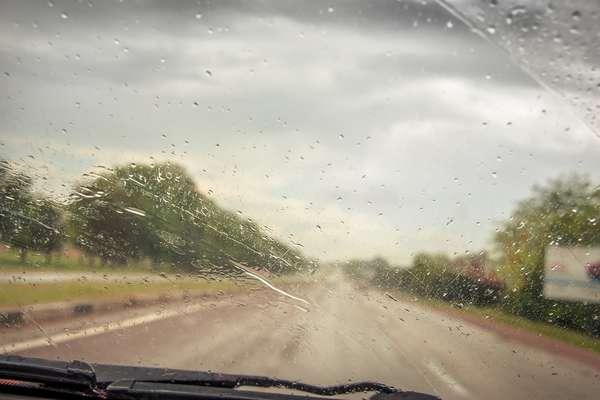 Sensor de chuva - Além de aumentar o conforto no trânsito, esse sensor fica instalado na parte superior do para-brisas dianteiro