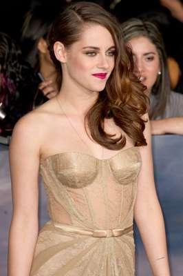 Penteado da Kristen Stewart confere sensualidade ao look