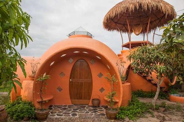 O fotógrafo Steve Areen construiu uma casa formada por três cúpulas com menos de US$ 9 mil, cerca de R$ 18 mil