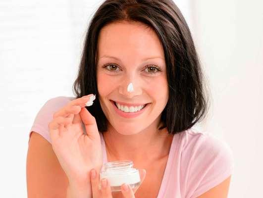Feitos com ativos naturais, despigmentantes fitoterápicos podem ser usados sem medo até mesmo por quem tem a pele sensível