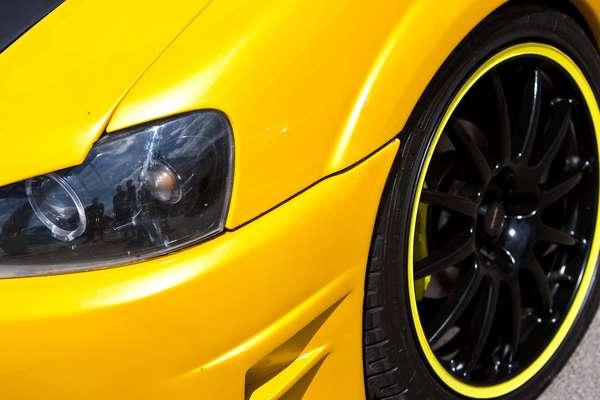 Rebaixar a suspensão é uma das práticas mais comuns para quem quer personalizar o carro