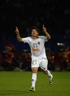 O Atlético-MG correu o risco de ser goleado contra o Guangzhou Evergrande, mas um gol de Luan, marcado aos 45min do 2º tempo, decretou a vitória alvinegra por 3 a 2