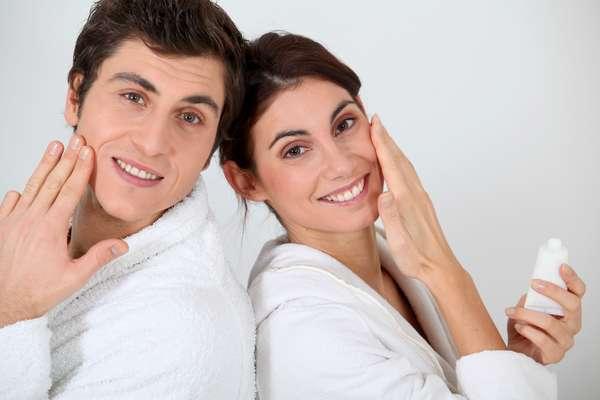Constituição hormonal é responsável pelas diferenças entre as peles masculina e feminina. Por isso, os produtos de beleza devem ser adequados a cada gênero
