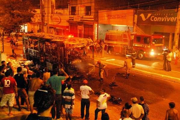3 de janeiro - Cinco pessoas foram vítimas de tentativa de homicídio e o sargento reformado da PM Antônio César Serejo, morto, durante onde de ataques ordenadas por detentos do Presídio de Pedrinhas, em São Luís