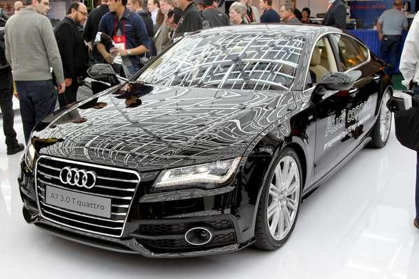 A Audi demonstrou na CES 2014, em Las Vegas, o modelo A7 com a tecnologia de condução sem a necessidade do motorista. O modo de condução automática usa radares e lasers para monitorar outros carros ao redor, enquanto a câmera, acoplada, ao parabrisa, controla se o carro permanece dentro da faixa de rolamento. Um monitor LCD no painel de instrumentos mostra a representação do tráfego ao redor da veículo