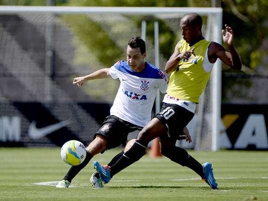 Corinthians voltou aos treinos na manhã desta quinta-feira no CT do clube em São Paulo; jogadores trabalham para início do Campeonato Paulista