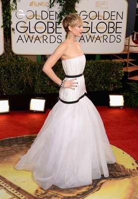 As celebridades exibiram elegância na chegada ao Globo de Ouro neste domingo (12), em Los Angeles. Na foto, Jennifer Lawrence