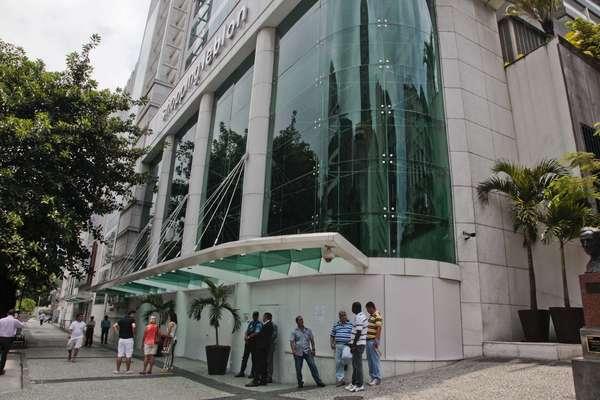 """19 de janeiro (Rio de Janeiro)- Diante das promessas de """"rolezinho"""", o estabelecimento fechou as portas no domingo"""