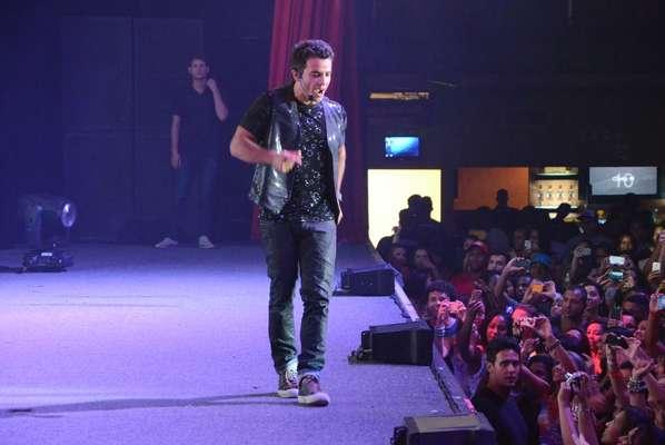Anderson Di Rizzi, o interprete de Carlito, da novela Amor à Vida, gravou na noite de domingo (19), na casa de show Barra Music, no Rio de Janeiro, uma apresentação de seu personagem, o MC Delícia.