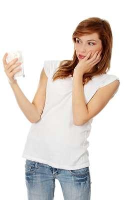 Quem tem dentes sensíveis sabe que é melhor ficar longe de alimentos muito quentes, gelados, ácidos e até doces