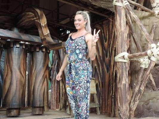 Juju Salimeni visitou o barracão da escola de samba Mancha Verde, na manhã desta sexta-feira (24), em São Paulo. A loira é musa da agremiação e foi conferir os últimos detalhes da fantasia que vai usar no desfile