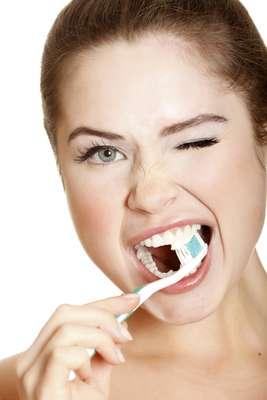 Quanto mais grave a periodontite, maior o risco de problemas do coração. Especialistas alertam que o tratamento das doenças de gengiva pode reduzir o risco de doença cardíaca