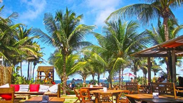 Dicas para as praiasComo a maioria das capitais com praia, Salvador tem algumas barracas estilosas e cheias de mordomia. As mais conhecidas são a Pipa e a Barraca do Lôro, ambas na Praia do Flamengo
