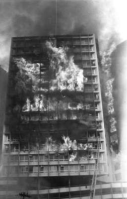 O prédio foi consumido pelas chamas do incêndio que começou no 12º andar