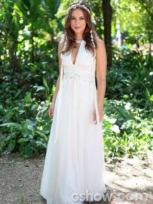Em Amor à Vida, Paloma (Paola Oliveira) apostou em um vestido que retoma as origens do seu estilo no início da novela: com pegada hippie, mas com um ar de sofisticação que ela foi ganhando ao passo que a personagem foi amadurecendo